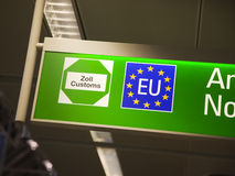 Sinal da alfândega de União Europeia Imagens de Stock