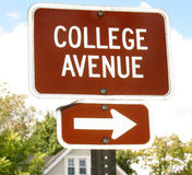 Sinal da avenida da faculdade Imagens de Stock Royalty Free