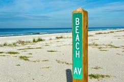 Sinal da avenida da praia Fotos de Stock Royalty Free