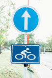 Sinal da bicicleta na maneira Imagens de Stock Royalty Free
