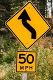 Sinal da curva de cinqüênta quilómetros por hora Imagens de Stock Royalty Free