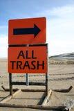 Sinal da descarga todo o lixo Fotografia de Stock