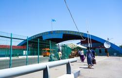 Sinal da entrada a Cazaquistão durante o verão fotografia de stock
