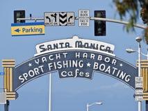 Sinal da entrada do cais de Santa Monica imagem de stock royalty free