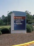 Sinal da entrada do hospital fotografia de stock