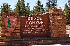 Sinal da entrada do parque nacional da garganta de Bryce Fotografia de Stock Royalty Free