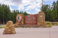 Sinal da entrada do parque nacional da garganta de Bryce foto de stock