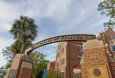 Sinal da entrada na universidade de Florida imagem de stock