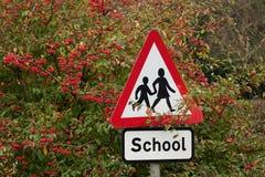 Sinal da escola entre bagas vermelhas Imagem de Stock Royalty Free