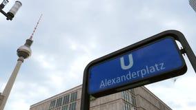 Sinal da estação de Alexanderplatz U-Bahn e o fernsehturm filme