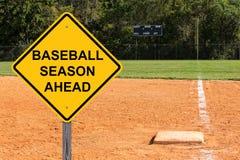 Sinal da estação de basebol adiante imagem de stock