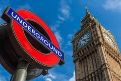 Sinal da estação subterrânea de Big Ben e de Londres Fotografia de Stock