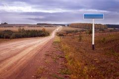 Sinal da estrada de terra e de estrada Imagem de Stock Royalty Free