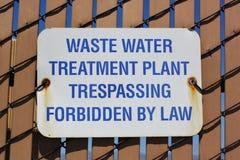 sinal da fábrica de tratamento das águas residuais Fotos de Stock