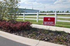 Sinal da HOME modelo de bens imobiliários Imagem de Stock Royalty Free