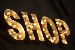 Sinal da loja com carro de compra imagens de stock royalty free