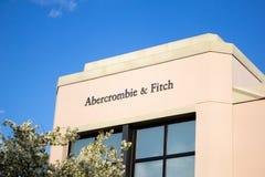 Sinal da loja de Abercrombie e de Fitch imagens de stock