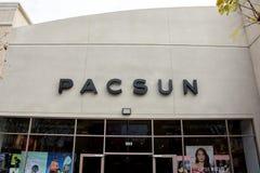 Sinal da loja de Pacsun fotografia de stock