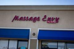 Sinal da loja da inveja da massagem fotografia de stock