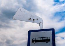 Sinal da parada do ônibus foto de stock royalty free
