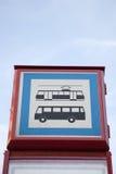 Sinal da parada do ônibus e do bonde Imagens de Stock Royalty Free