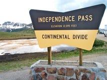 Sinal da partilha continental de Colorado da passagem da independência Fotografia de Stock