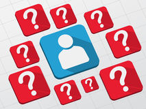 Sinal da pessoa com pontos de interrogação em blocos lisos Imagens de Stock