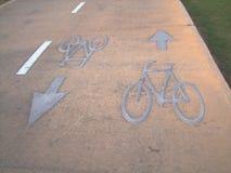 Sinal da pista de bicicleta na estrada Imagem de Stock Royalty Free