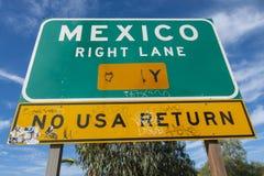 Sinal da pista do direito de México Imagem de Stock Royalty Free