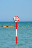 Sinal da praia - mar Mediterrâneo Foto de Stock Royalty Free