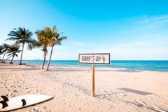 sinal da praia para a área surfando fotos de stock royalty free