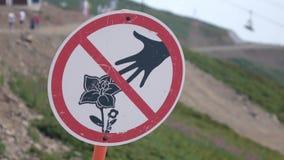 Sinal da proibição Flores na reserva wildlife video estoque