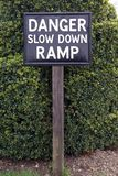 Sinal da rampa do slow down do perigo Imagens de Stock