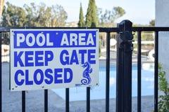 Sinal da área da piscina Foto de Stock