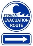 Sinal da rota da evacuação do tsunami Fotos de Stock