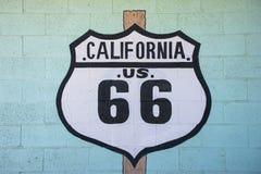 Sinal da rota 66 de Califórnia Fotografia de Stock Royalty Free
