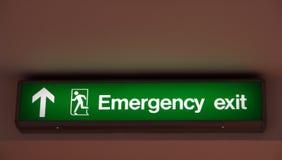 Sinal da saída de emergência. Fotos de Stock Royalty Free