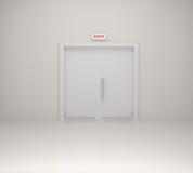 Sinal da saída de emergência e porta branca Fotografia de Stock Royalty Free