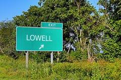 Sinal da saída da estrada dos E.U. para Lowell fotografia de stock