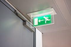 Sinal da saída de emergência Fotografia de Stock Royalty Free