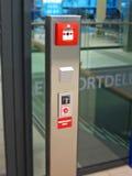 Sinal da segurança da emergência, aeroporto, Europa, Fotografia de Stock