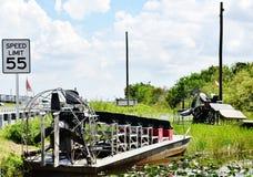 Sinal da velocidade da estrada do airboat dos marismas dos EUA do estado de Florida Fotos de Stock Royalty Free