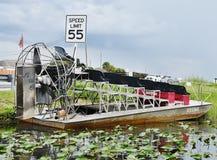 Sinal da velocidade da estrada do airboat dos marismas dos EUA do estado de Florida Imagens de Stock