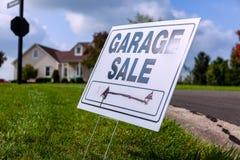 Sinal da venda de garagem Imagem de Stock
