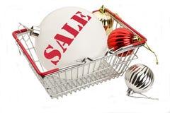 Sinal da venda em brinquedos da árvore de Natal Imagens de Stock Royalty Free