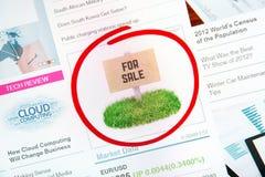 Sinal da venda na propaganda do Internet Imagem de Stock Royalty Free