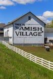 Sinal da vila de Amish no celeiro fotografia de stock royalty free
