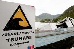 Sinal da zona do perigo do tsunami - Caleta Tortel - Chile Fotos de Stock Royalty Free