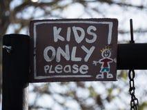 Sinal das crianças somente imagens de stock