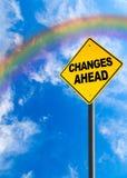 Sinal das mudanças adiante com céu do arco-íris e espaço da cópia imagens de stock royalty free
